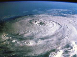 http://noconsensus.files.wordpress.com/2010/02/hurricane1.jpg?resize=320%2C240